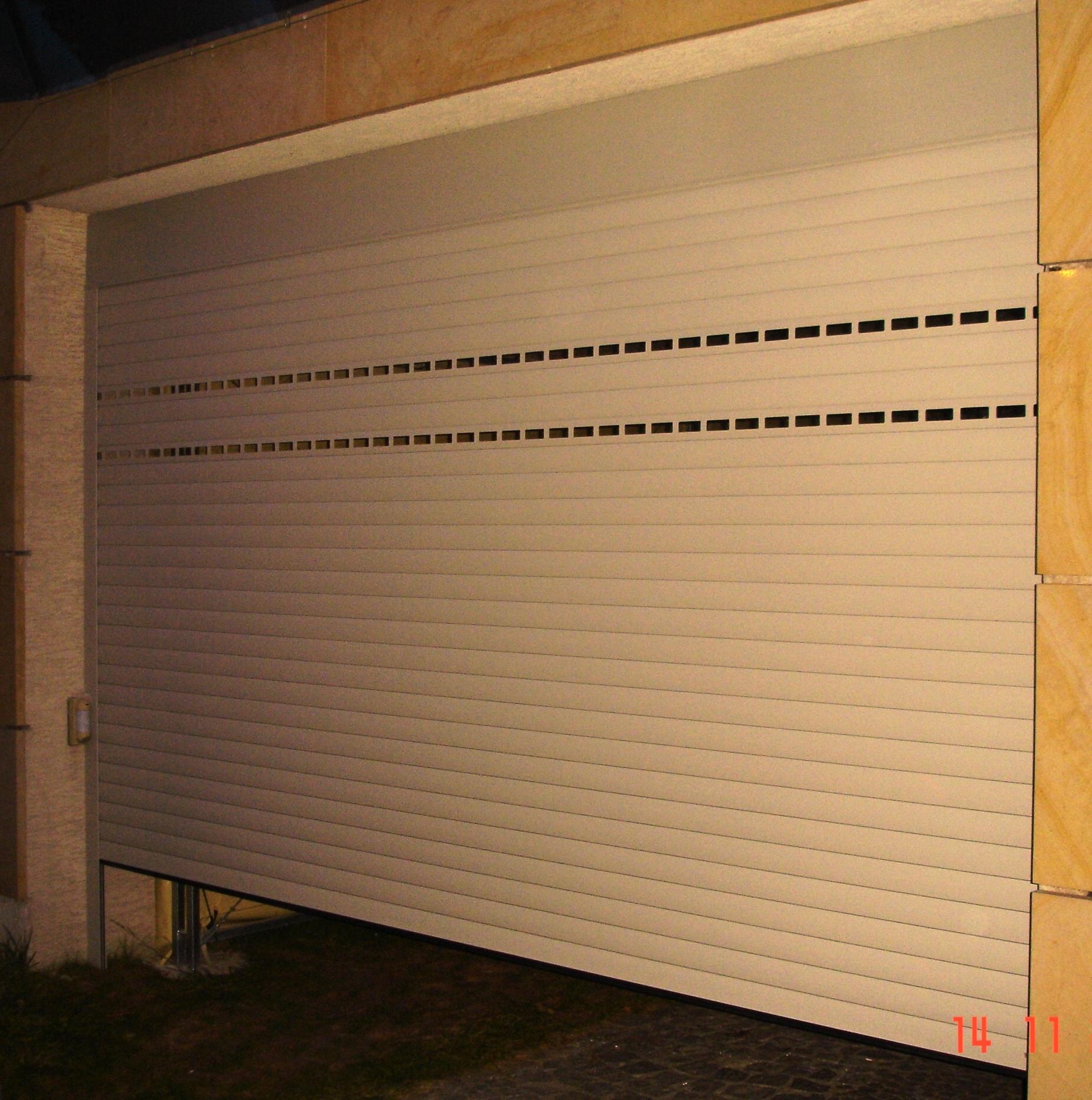 Brama rolowana Aluprof PA77 z przeszkleniem